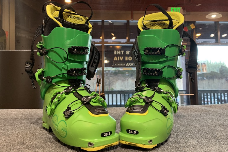 Backcountry ski touring boots